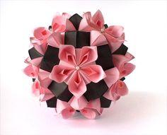 Kusudama  Flores da Amizade (Friendship Flowers) - Samuel Vinicius origamistas do Brasil _ Variação de Anastasia Niklitos,  Kemerovo, Rússia. Tem foto tutorial, que pode ver aqui: http://orig-amigo.blogspot.com/2012/01/e-falando-em-amigos.h tml  191020123393-2 - копия.jpg