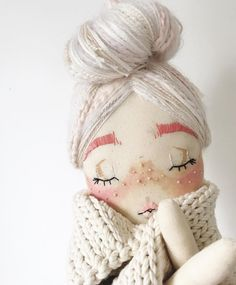 Cejas HAPPY NOVEMBER 🍂🍁 Time to dig out all those extra snuggly sweaters and wintery outfits. Doll Crafts, Diy Doll, Sewing Crafts, Sewing Projects, Plush Dolls, Doll Toys, Fabric Toys, Sewing Dolls, Little Doll