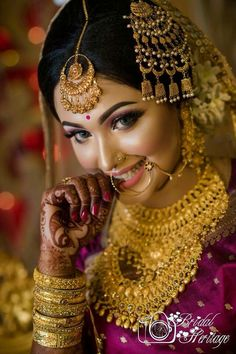 Indian Bride Poses, Indian Bridal Photos, Indian Bridal Fashion, Indian Bridal Makeup, Bridal Makeup Looks, Indian Wedding Couple Photography, Wedding Couple Poses, Wedding Photography Poses, Photography Flyer