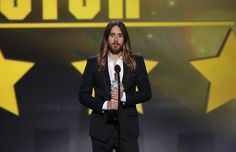 """UHQ - Actor Jared Leto accepts the award for best supporting actor for """"Dallas Buyers Club"""" during the 19th annual Critics' Choice Movie Awa..."""