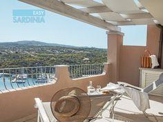 Splendido attico vista mare di nuovissima costruzione in affitto per le tue vacanze in Sardegna. Santa Teresa, Santa Lucia, Villa, Table Decorations, Home, Houses, Die Cutting, Ad Home, Homes