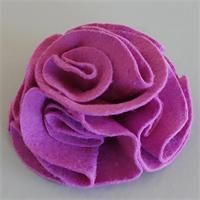 Felt flower (I did it and it& great! Diy Fleur, Rose Necklace, Unusual Gifts, Felt Flowers, Homemade Gifts, Gifts For Friends, Valentines, Crafts, Bonnets