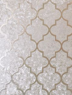 This beautiful Velvet Foil Trellis Wallpaper will bring a touch of glamour and style to any room. The design features a geometric trellis pattern in a rose gold shade, overlaid on a seemingly abstract pattern of different subtle textures that work together to give the appearance of crushed velvet in the same soft rose gold tone, with a high shine metallic foil finish. This paper is designed to catch and reflect the light to give you a different look depending on the viewing angle and… Gold Wallpaper Designs, Pink Geometric Wallpaper, White And Silver Wallpaper, Hall Wallpaper, Rose Gold Wallpaper, Paper Wallpaper, Vinyl Wallpaper, Iphone Wallpaper
