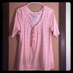 OLD NAVY polka dot shirt This OLD NAVY polka dot shirt is 3/4 length on the sleeves. This shirt can outfit perfectly for work and for fun. Goes well with dress slacks or skinny jeans and Sperry's. This shirt has a lot of life left! Old Navy Tops