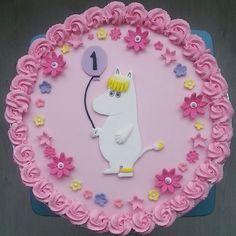 #niiskuneiti#muumi#synttärikakku#moomin#birthdaycake#pink#fondantflowers#cakeart#cakedecorating#kakunkoristelu#kerma#kakku#cadrlma#raspberry#mango#balloon#one#yksivuotias#onnea by heidirim Birthday Parties, Birthday Cake, Moomin, Kermit, Celebrations, Birthdays, Cakes, Instagram Posts, Party