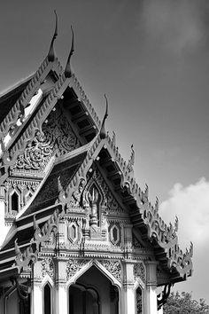 """""""ตึกขาว (วชิรมงกุฎ)"""" ออกแบบโดย หลวงวิศาลศิลปกรรม และเอดวาร์ด ฮีลีย์ พ.ศ. 2461 / """"White Building (Wachira Mongkut)"""" Designed by Luang Wisarnsilpakram and Edward Healey Since 1918 #SCG #SCG100years #Architecture #Thailand"""