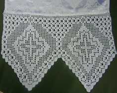 Resultado de imagem para lace fillet with grapes Crochet Cross, Crochet Home, Crochet Borders, Kirchen, Crochet Designs, Doilies, Cross Stitch Patterns, Lace Shorts, Needlework