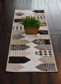 The Best 8 Examples Of Table Runners Table Runner And Placemats, Quilted Table Runners, Quilted Table Runner Patterns, Tablecloth Ideas, Patchwork Table Runner, Table Runner Size, Olive Uses, Buy A Pool, Coffee Desk