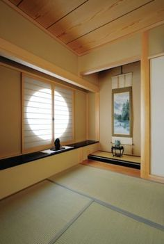 Japanese modern bedroom because of the large amount of space and the circular window bringing in a lot of light Japanese Style House, Japanese Interior Design, Japanese Home Decor, Asian Home Decor, Home Interior Design, Tatami Room, Zen House, House Design, Decoration