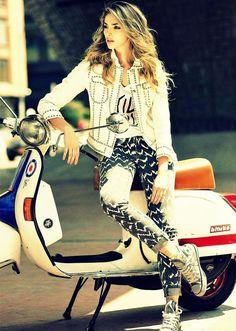 Yyyeeesss / You can say that again Vespa Bike, Lambretta Scooter, Scooter Motorcycle, Vespa Scooters, Piaggio Vespa, Motorcycle Girls, Mod Scooter, Scooter Girl, Lady Biker