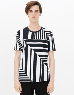Sandro short-sleeved t-shirt with a graphic print and round neck. Perfect  for a conte… - E-Boutique Sandro