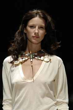Caitriona Balfe for Gilles Rosier - Ready-to-Wear - Runway Collection - WomenSpring / Summer 2005 Caitriona Balfe, Hilary Duff, European Fashion, Sexy Outfits, Pretty Woman, Beauty Women, Portrait Photography, Fashion Show, Female
