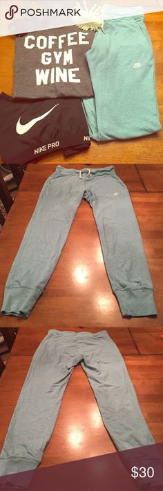 """FLASH SALE💥🆕 Seafoam Green Nike Crop Sweatpants NWOT Seafoam green Nike crop sweat pants from their """"Vintage"""" line. Super cute on, can be worn for working out or casually! Color most closely resembles first picture. Nike Pants"""