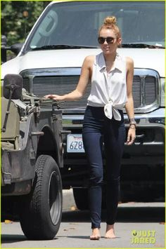 Miley cyrus 2012 high waisted jeab white shirt