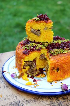 Tahchin is such a versatile Persian classic! It's a savoury rice cake that can be prepared with chicken, meat, or veggies. Lamb Recipes, Cooking Recipes, Turkish Recipes, Persian Recipes, Iran Food, Iranian Cuisine, Saffron Rice, Rice Cakes, Middle Eastern Recipes