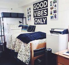 no longer in college, but this makes me happy. Dorm Room Storage, Dorm Room Organization, Organization Ideas, Storage Ideas, Storage Design, Bed Storage, College Dorm Rooms, College Closet, College Apartments