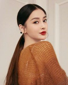 Angelababy 💗 - Back Kiss Beauty, Beauty Makeup, Hair Beauty, Korean Beauty, Asian Beauty, Girl Drawing Pictures, Pretty Korean Girls, Blue Ombre Hair, Angelababy
