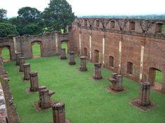 Declaradas Patrimonio de la Humanidad por la UNESCO el año 1993, las Ruinas Jesuíticas de Jesús y Trinidad se encuentran localizadas en el departamento de Itapúa