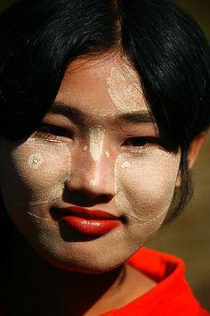 Girl with thanaka make up, Myanmar © Eric Lafforgue The Real World, People Around The World, Around The Worlds, Laos, Beautiful People, Beautiful Women, Bay Of Bengal, Eric Lafforgue, Vietnam