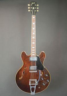 Gibson TD with Bigsby 1973 Walnut Guitar Pics, Jazz Guitar, Guitar Art, Music Guitar, Gretsch, Epiphone, Gibson Es 335, Gibson Acoustic, Beautiful Guitars