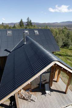 Roof tiles: Concrete, Fibre Cement Slates and Clay Roof Tiles Roof Cladding, House Cladding, Shed Design, Roof Design, House Design, Wood Architecture, Architecture Details, Modern Barn House, House Extensions