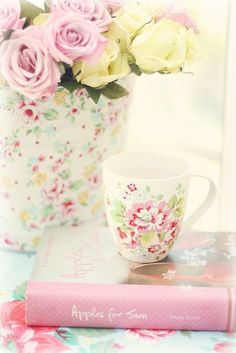 Shabby~but~Chic - Ana Rosa Tons Clairs, Everything Pink, Pastel Colors, Pastel Pink, Pastel Roses, Pastel Palette, Soft Pastels, Colorful Roses, Pastel Floral