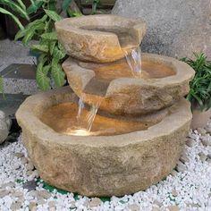 Mooie waterfontein, meteen vers drinkwater voor de kat. Mooier dan die plastic fonteintjes van de dierenwinkel.