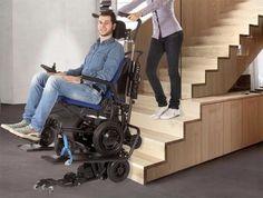 Sedia a rotelle per disabili e persone con difficoltà motorie SwallowEMP LG2030 che garantisce una facile salita e discesa di rampe di scale.