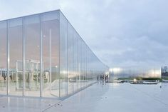 Another great view from Louvre Lens by SANAA. What a lightweight musuem feeling that blend itself to a site. Architecture Cool, Pavilion Architecture, Sustainable Architecture, Contemporary Architecture, Landscape Architecture, Residential Architecture, Classical Architecture, Sanaa, Glass Pavilion