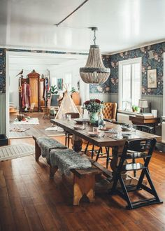 Below are the Bohemian Dining Room Design Ideas. This post about Bohemian Dining Room Design Ideas was posted under the Dining Room category by our team at June 2019 at pm. Hope you enjoy it and don't forget . Elegant Dining Room, Dining Room Design, Bohemian Dining Rooms, Cozy Dining Rooms, Eclectic Dining Rooms, Wall Paper Dining Room, Wallpaper In Dining Room, Bohemian Kitchen, Home Living