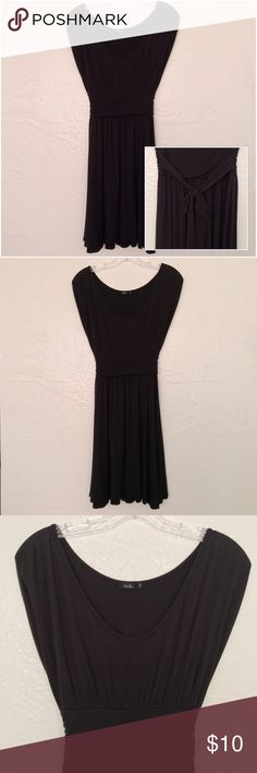 "Papaya Black Scoop Neck Dress Size Small EUC Papaya Black Scoop Neck Dress Size Small (Juniors)  Ties in the back. 32.5"" top to bottom, 6"" arm holes, 17"" armpit to armpit, 10.5"" waist, 36"" across the bottom. Hits above the knee.   Reasonable offers accepted! 20% bundle discount! Smoke- & pet-free home Any questions? Just ask! Papaya Dresses Mini"