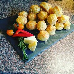 Túrós pogàcsa Baked Potato, Dairy, Potatoes, Cheese, Baking, Ethnic Recipes, Food, Potato, Bakken