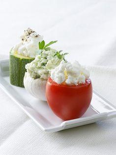 Mit Frischkäse gefülltes Gemüse | http://eatsmarter.de/rezepte/mit-frischkaese-gefuelltes-gemuese