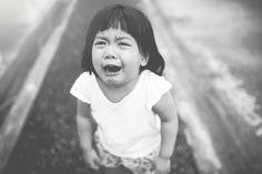 「泣くのはやめなさい」の代わりに、子どもに声がけしたい言葉   ライフハッカー[日本版]