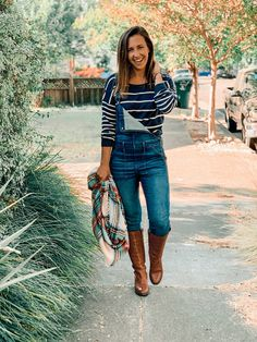 5 ways to style overalls — cerriously Denim Overalls, Best Rain Boots, Top Pattern, Summer Looks, 5 Ways, Simple Style, Everyday Fashion, Autumn Fashion, Boots