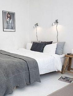 Artemide boven het bed