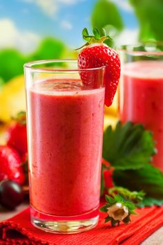 Strawberry Cashew Smoothie Nutribullet Recipe. A good mix of flavors for a low carb smoothie.