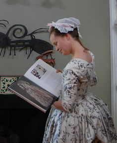 How to set 18th century sleeves by Katherine at The Fashionable Past.