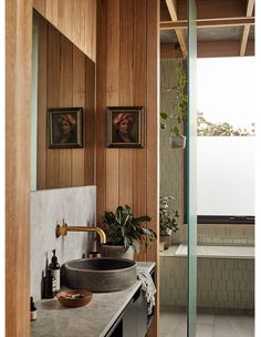 A Sophisticated Modern Day Treehouse! Weatherboard House, The Design Files, Design Blog, Design Design, Design Ideas, Bathroom Interior Design, Bathroom Designs, House In The Woods, Traditional House