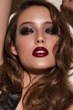 Hair, smokey glittery eyes,burgundy lips...bombshell