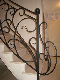 Rampes d'escalier en fer forgé Art nouveau : Modèle Liane Art Nouveau, Stair Handrail, Iron Decor, Blacksmithing, Decoration, Scale, Stairs, Inspiration, Design Ideas
