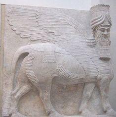 Lammasu assyrien, taureau ailé à tête humaine, gardien du palais de Sargon II à Dur-Sharrukin - Musée du Louvre, Paris.