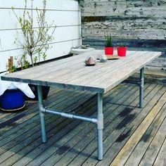 Bord laget av stilas rør og gulvbord #table #diy #homemade #furniture #pipefurniture #wood #industrial #diningtable