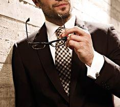 The white shirt - Telling the men from the boys – Parisian Gentleman Dapper Gentleman, Gentleman Style, Tuxedo Accessories, Business Attire For Men, Mens Glasses, Man With Glasses, Sterling Silver Cufflinks, Renaissance Men, Mens Silk Ties