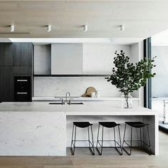 Another kitchen masterpiece by Mim Design styled with our favourite Last Minute Stools by Patricia Urquiola Photography by Sharyn Cairns instadesign by est_living Farmhouse Style Kitchen, Modern Farmhouse Kitchens, Cool Kitchens, White Kitchens, Mim Design, Deco Design, Kitchen Interior, New Kitchen, Stone Kitchen