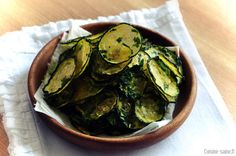 Organic recipe: zucchini chips in a dehydrator - Deshydrateur - Raw Food Recipes Organic Recipes, Raw Food Recipes, Appetizer Recipes, Healthy Recipes, Ethnic Recipes, Paleo Appetizers, Zucchini Chips, Fruits Secs Bio, Fruits Déshydratés