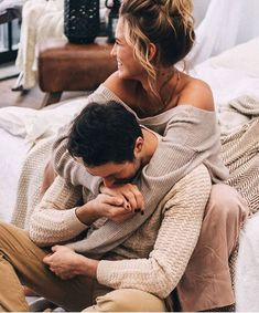 Every one wants to as happy as they possibly can be with their partner. Have a look at these 18 things couples can do to build and sustain a happier and healthy relationship. Romantic Love, Romantic Couples, Hopeless Romantic, Romantic Kisses, Romantic Gifts, Cute Relationships, Healthy Relationships, Relationship Goals, Boyfriend Goals