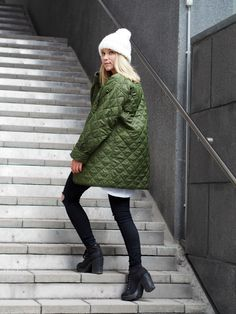 LACK OF COLOUR / Army Green / Long quilted bomber jacket