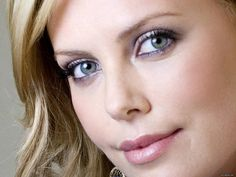 Charlize Theron Beautiful South African woman, image uploaded by anonymous in celebrities category. Charlize Theron Oscars, Charlize Theron Photos, Beautiful South African Women, Beautiful Women, Beautiful People, Blond, Most Beautiful Eyes, Beautiful Eyelashes, Tips Belleza