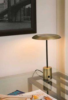 Επιτραπέζιο φωτιστικό - λαμπατέρ - πορτατίφ, μονόφωτο, σε μοντέρνο στυλ, τεχνολογίας LED, ντιμαριζόμενο, με σώμα μεταλλικό. Hoshi από τη Faro Barcelona. Διατίθεται σε: χρυσό με μαύρο και μαύρο με χάλκινο. --------------------------- Table lamp , in modern style, LED technology, dazzled, with metal body. Available in: gold with black and black with bronze.#table #tablelamp #tablelight #decoration #homedecor #bronze Desk Lamp, Table Lamp, Led, Lighting, Home Decor, Light Fixture, Lamp Table, Decoration Home, Office Lamp